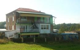Chodory, dom z budynkami gospodarczymi